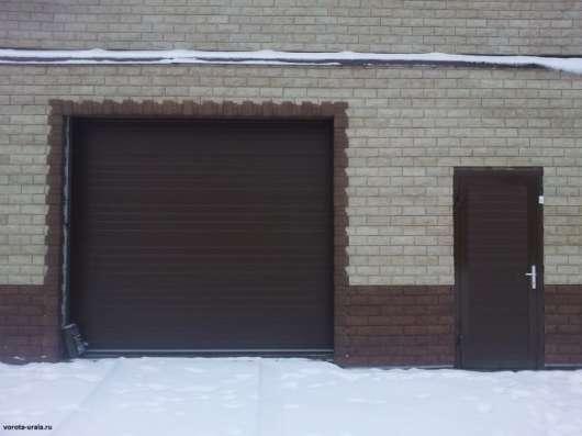 Автоматические ворота белые и коричневые