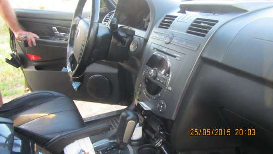 Продам автомобиль SsangYong Rexton чёрный внедорожни