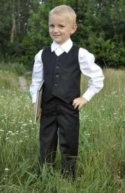 Продам детские костюмы: смокинг, фрак.