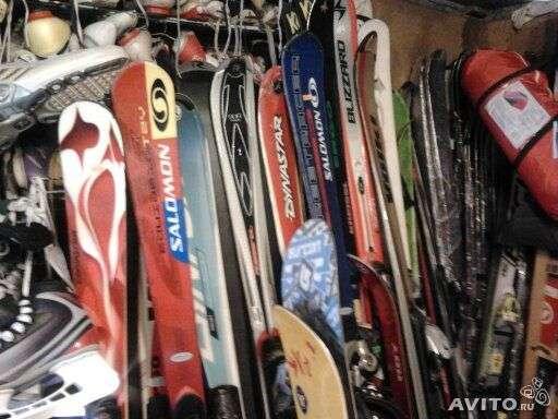 Горные лыжи сноуборды роликовые коньки