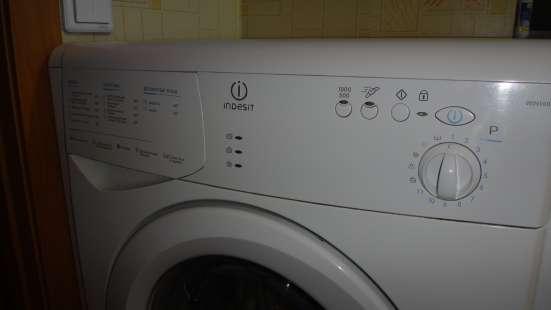 Люстра-вентилятор и стиральная машина.