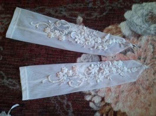 продам свадебное платье и аксессуары к нему 46-48