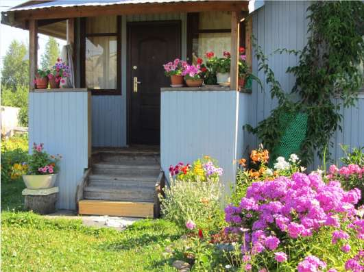 Уютный дом для проживания в черте города.