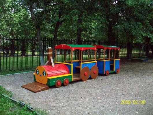 Деревянные домики и машины для детей