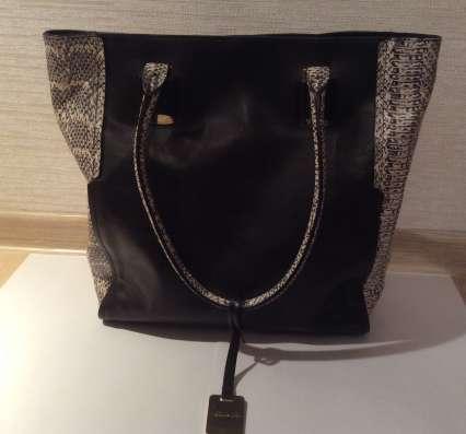 Черная кожаная сумка Kenneth Cole