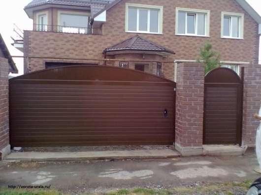 Автоматические ворота белые и коричневые в Первоуральске Фото 2