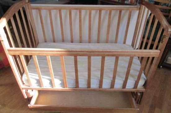 Детская кровать и стерилизатор