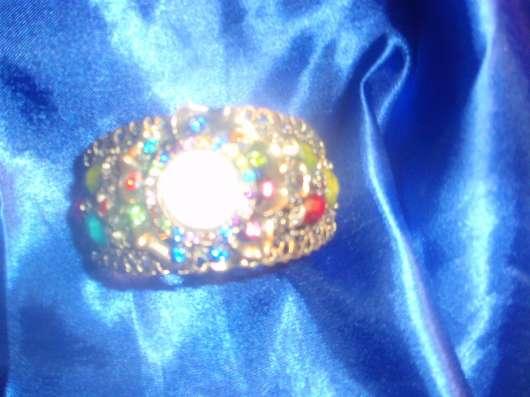 часы в индийских камнях