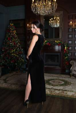 Чёрное бархатное платье с цепями от KUTUZOV