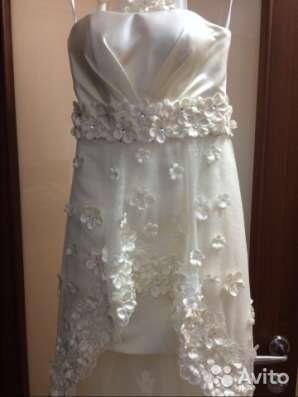 Свадебное платье со шлейфом (короткое)