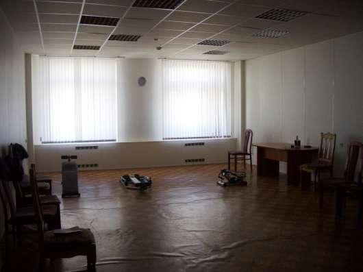 сдам в аренду офисные помещения в административном здании.