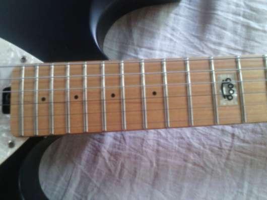 продаётся гитара...оборудование...