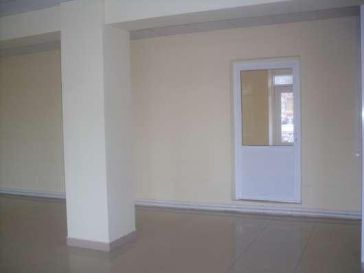 Сдам в аренду торговое помещение, 84 м²