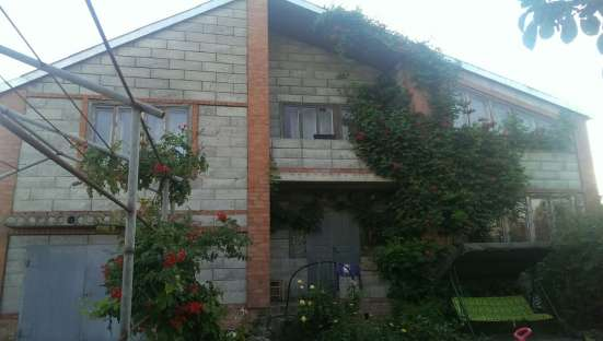 В Кавказском районе в станице Казанской по пер. Астраханскому дом из шлакоблока 212 кв.м. на земельном участке 15 соток.