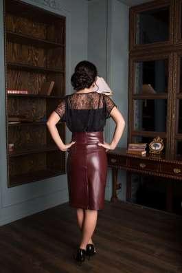 Бордовая кожаная юбка
