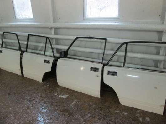 Капот,комплект дверей ВАЗ 2105 .произв. СССР