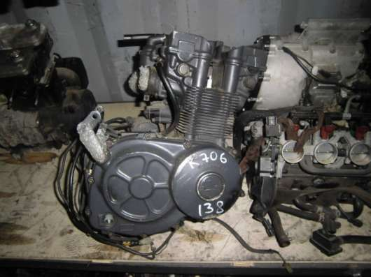 Двигатель SUZUKI GSX-R400