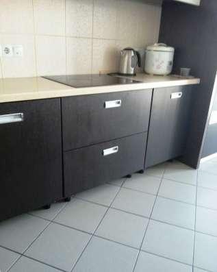 Кухонный гарнитур 1790 x 3920 мм. Б/у в Новосибирске Фото 1