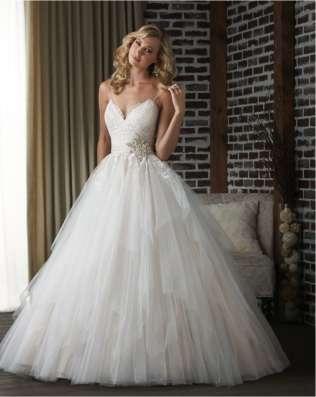Прокат и продажа свадебных и вечерних платьев в Волгограде Фото 2