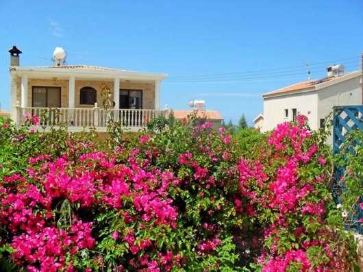 Трехкомнатный таунхаус в живописном пригороде Пафоса-Кипра