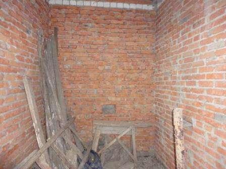 В Кропоткине по ул.Дружбы  двухэтажный дом без внутренней от