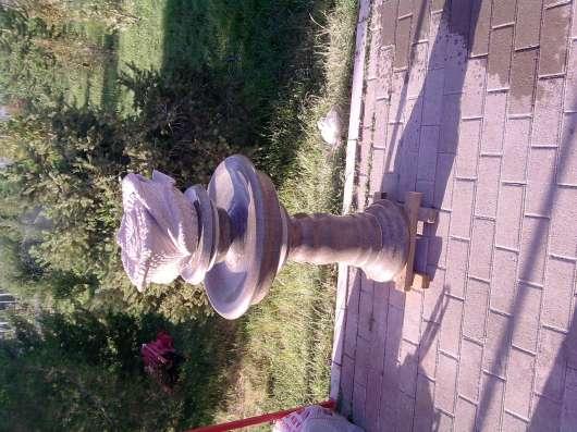 Из натурального гранита.Вазы,чаши,шары,фонтаны разной формы.