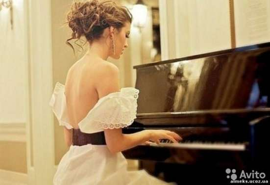 Уроки игры на фортепиано, мандолине; сольфеджио