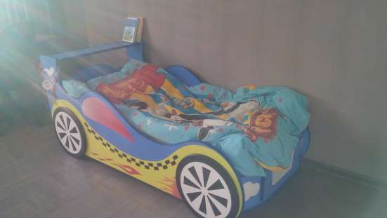 Детская кровать машина