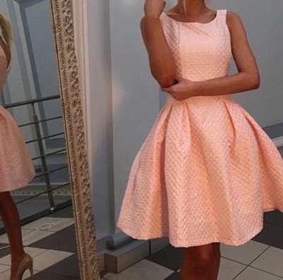 Платье из жаккардовой ткани