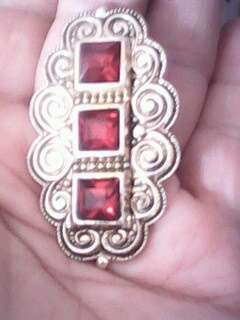 брош периода СССР с тремя красными камешками