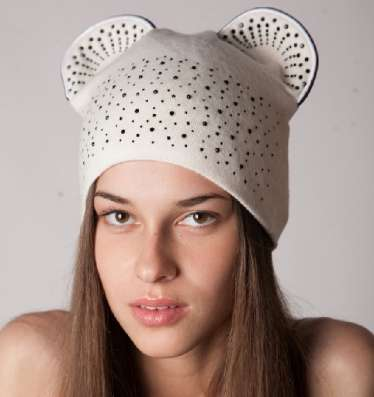 Женская трикотажная шапка модель 403