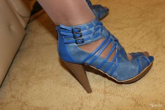 Голубые босоножки, размер 39