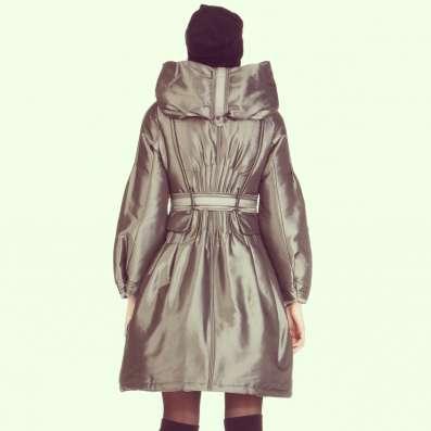 женское д/с пальто с воротником - трансформером.