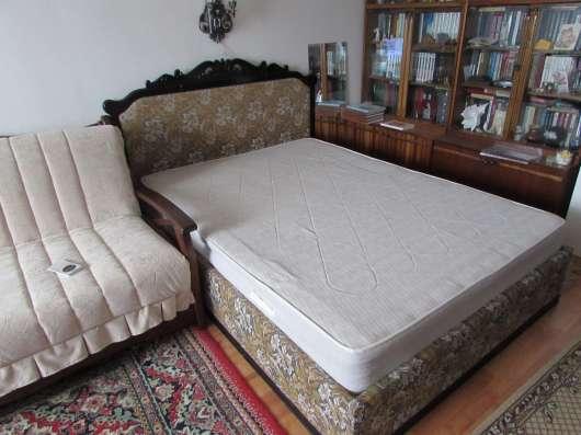 Продам кровать-шкаф с комбинированной спинкой:резное дерево и обивка материалом в Первоуральске Фото 2