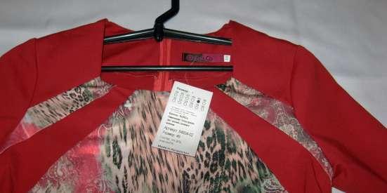 Платье новое с коротким рукавом, красным лифом. Торг