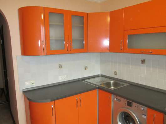 Кухня размер 1700х3000 оранжевый глянец
