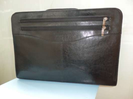 Продается папка-портфель для деловых бумаг. Цвет черный.