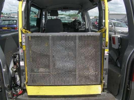 Подъёмник электро-гидравлический для инвалидов-колясочников