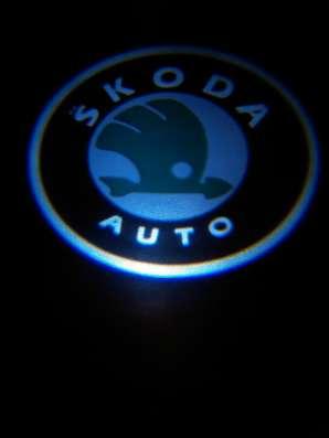Подсветка дверей авто с логотипом SKODA штатная