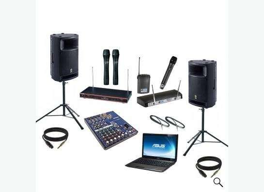 Ди-джей со своим свето-музыкальным оборудованием