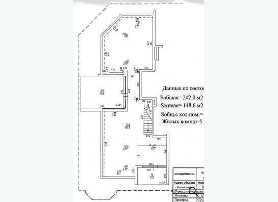 Многокомнатная двухуровневая квартира в центре